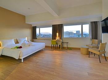 Whiz Prime Hasanuddin Makassar - Deluxe Double Room Regular Plan