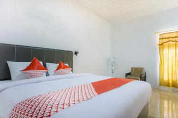OYO 2186 Tongging Beach Danau Toba - Deluxe Double Room Big Deals
