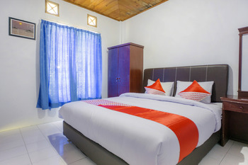 OYO 2186 Tongging Beach Danau Toba - Standard Double Room Big Deals