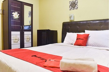 RedDoorz near Surabaya Town Square Surabaya - RedDoorz Room Regular Plan