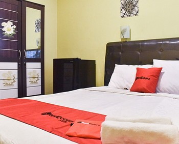 RedDoorz near Surabaya Town Square Surabaya - RedDoorz Room with Breakfast Regular Plan