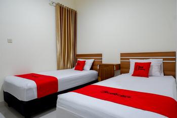 RedDoorz near Living Plaza Purwokerto Banyumas - RedDoorz Twin Room Basic Deal