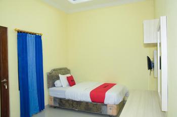RedDoorz Syariah near Jogja City Mall 2 Yogyakarta - RedDoorz Room 24 Hours Deal