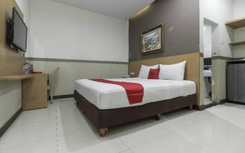 RedDoorz Plus @ Tuparev Cirebon Cirebon - RedDoorz Room with Breakfast Special Deals