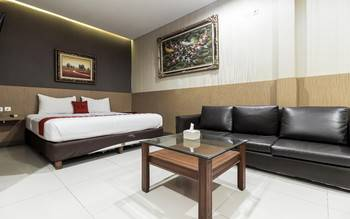 RedDoorz Plus @ Tuparev Cirebon Cirebon - RedDoorz Premium Room with Breakfast Special Deals