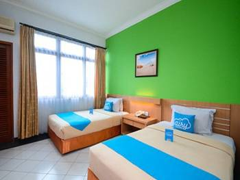 Airy UGM Colombo 1 Yogyakarta - Standard Twin Room Only Special Promo Mar 5