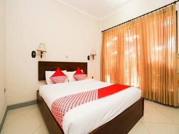 OYO 1430 Hotel Ratna Syariah Probolinggo - Deluxe Double Room Regular Plan