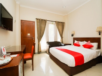 OYO 1430 Hotel Ratna Syariah Probolinggo - Suite Double Regular Plan