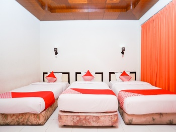 OYO 1430 Hotel Ratna Syariah Probolinggo - Deluxe Family Room Regular Plan