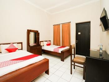 OYO 1430 Hotel Ratna Syariah Probolinggo - Standard Twin Room Regular Plan