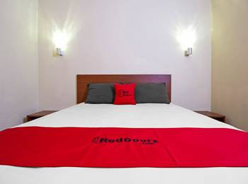 RedDoorz near Trans Studio Mall 2 Bandung - RedDoorz Room With Breakfast Last Minute