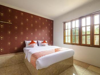 OYO 2278 Cikidang Hunting Resort Sukabumi - Suite Double Room Regular Plan