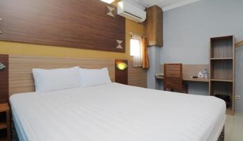 Sky Hotel Ngampilan 1 Yogyakarta Yogyakarta - Deluxe Double Room Only Regular Plan