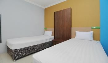 Sky Hotel Ngampilan 1 Yogyakarta Yogyakarta - Deluxe Twin Room Only Regular Plan