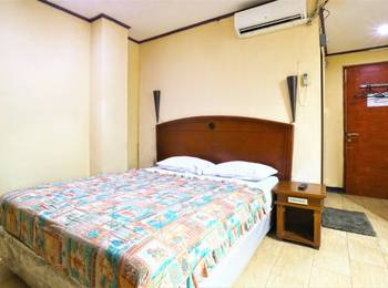 King Stone Hotel Tangerang Selatan - Deluxe Room Stay 2 Night, Pay Less