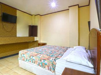 King Stone Hotel South Tangerang - Deluxe Room Basic Deal 40%