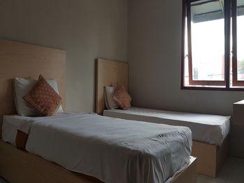 OYO 3819 Hotel Winotosastro Jogja - Deluxe Twin Room Big Deals