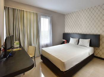 The KNO Hotel Kualanamu - Business King Class Room Regular Plan