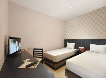 The KNO Hotel Kualanamu - Economy Twin Room Regular Plan