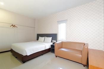 CREW EXPRESS Hotel Kualanamu - Business King Class Room Regular Plan