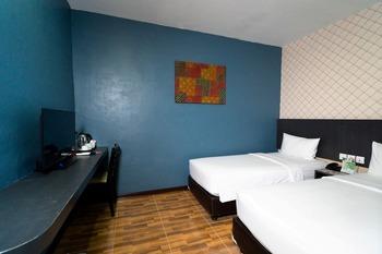 CREW EXPRESS Hotel Kualanamu - Economy Twin Room Regular Plan