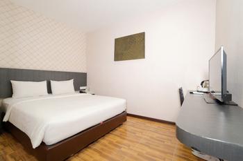 CREW EXPRESS Hotel Kualanamu - Economy King Room Regular Plan
