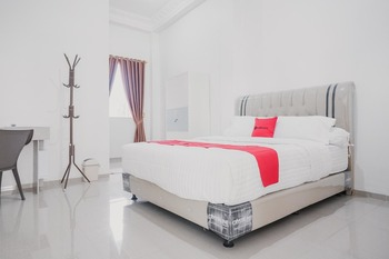 RedDoorz Syariah near Arafah Hospital Jambi Jambi - RedDoorz Room Regular Plan