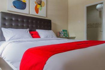 RedDoorz Plus near Rumah Mode 2 Bandung - RedDoorz Room 24 Hours Deal