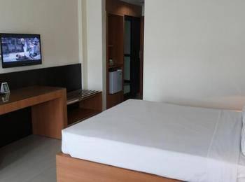 Hotel Crown Tasikmalaya - Queen Double Room Regular Plan