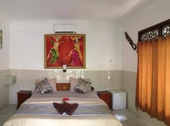 Warna Beach Hotel Lombok - Deluxe Bungalow With Garden View Regular Plan
