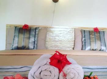 Warna Beach Hotel Lombok - Standard Bungalow With Garden View Best Deal
