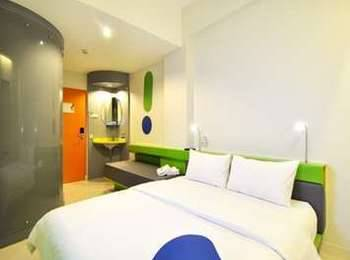 POP Hotel Cengkareng - POP! Room - with breakfast 2 Pax VALUE DEAL