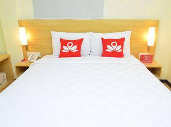 ZEN Rooms Raya Rungkut Surabaya - Double Room Only Regular Plan