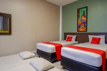 RedDoorz Syariah @ Hotel Wisma Indonesia Kendari Kendari - RedDoorz Family Room Basic Deals