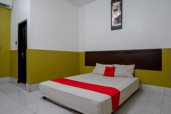 RedDoorz Syariah @ Hotel Wisma Indonesia Kendari Kendari - RedDoorz Room Basic Deals