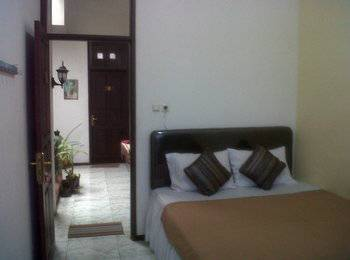 Family Guest House Malang - Room 3 Regular Plan