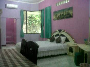Family Guest House Malang - Room 8 Regular Plan