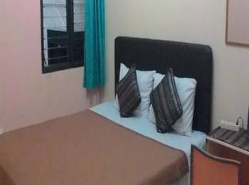 Family Guest House Malang - Room 7 Regular Plan