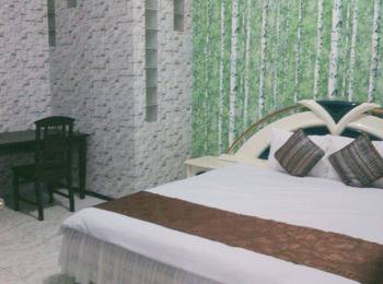 Family Guest House Malang - Room 2 Regular Plan