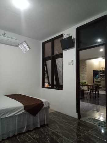 Family Guest House Malang - Room 5 Regular Plan