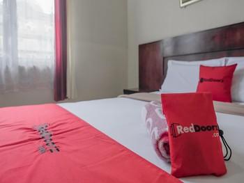 RedDoorz near Gedung Sultan Suriansyah Banjarmasin - RedDoorz Suite with Breakfast Last Minute