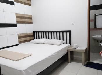 Tremigo Guest House Cirebon - Small Queen Bed Room Regular Plan