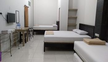 Tremigo Guest House Cirebon - Family Room Regular Plan