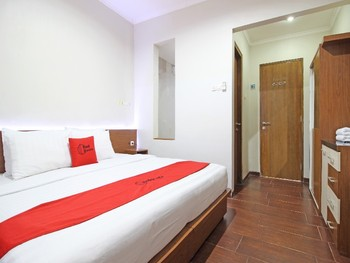 RedDoorz near Jogja City Mall Yogyakarta - RedDoorz Room Basic Deal