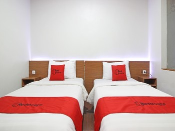 RedDoorz near Jogja City Mall Yogyakarta - RedDoorz Twin Room Basic Deal