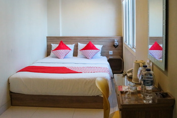 OYO 984 Maleo Guest House Ambon - Deluxe Double Room Regular Plan