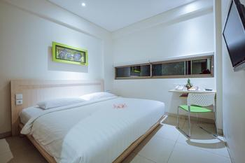 J Hotel Kuta - Cozy Double  Room With Breakfast Stay 2 Night Get 37% Discount