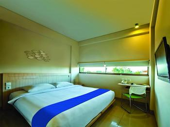 J Hotel Kuta - Cozy Double  Room With Breakfast Stay 2 Night Get 35% Discount