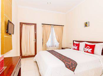 ZenRooms Sunshine Dewi Sartika - Double Room Regular Plan