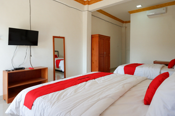 RedDoorz near Bolu Toraja Tana Toraja - RedDoorz Room Basic Deals Promotion